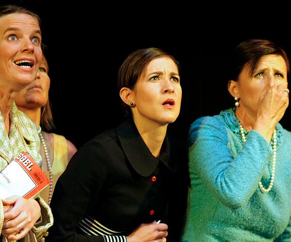 Drei Frauen die staunen